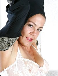 Sophisticated Anilos milf..